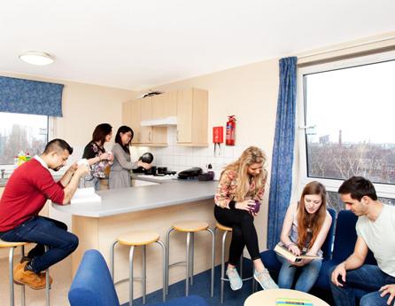Studenti v Austrálii ve sdíleném pokoji