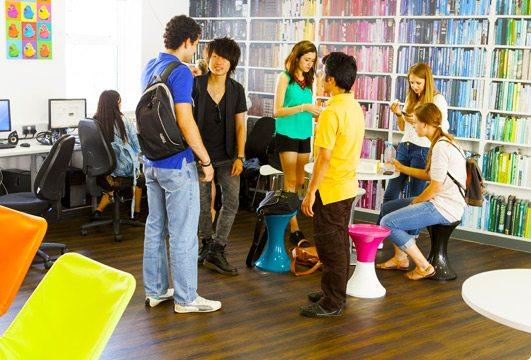 Studenti v místnosti