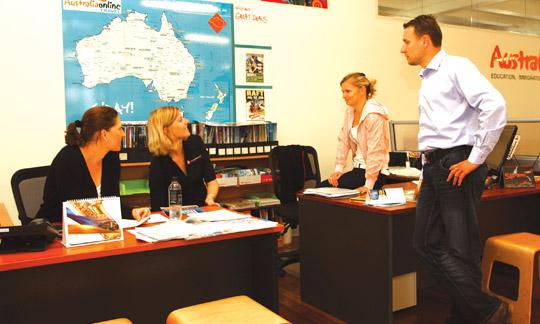 Lidé mají schůzku v prostorech Australionline
